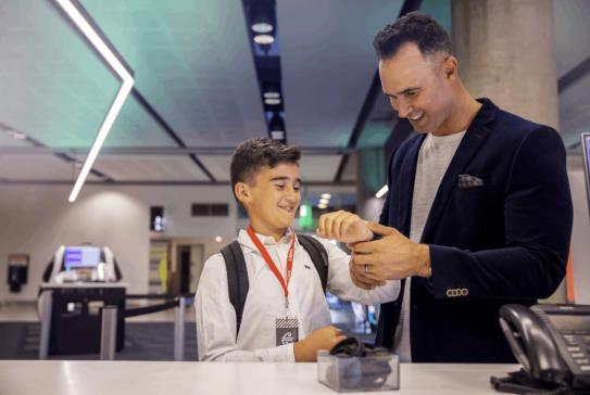 chc-airport-check-in-child-UM-airband-4339-1200x800