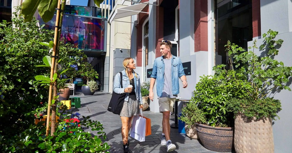 A couple shopping in Britomart, Auckland.