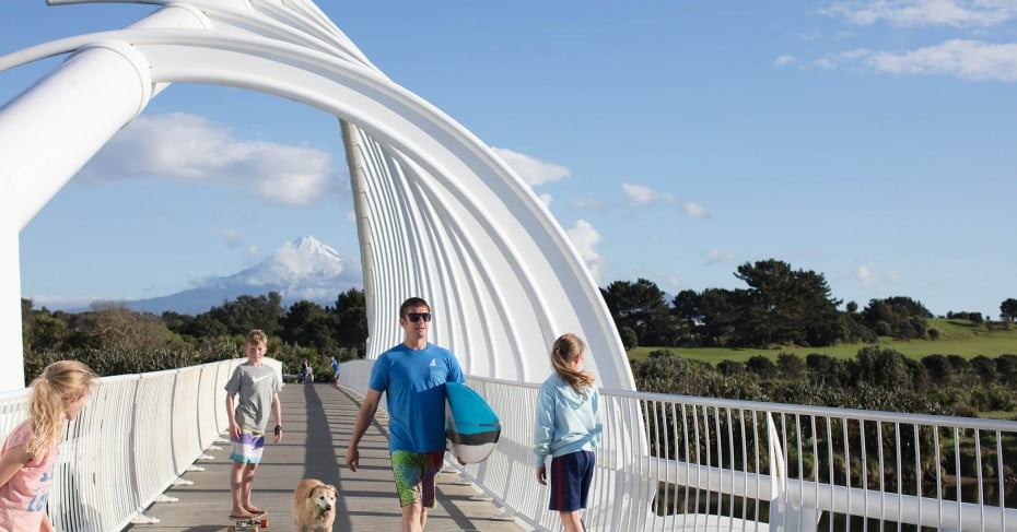 Te Rewa Rewa Bridge, New Plymouth Coastal Walkway, New Plymouth/Taranaki, New Zealand.