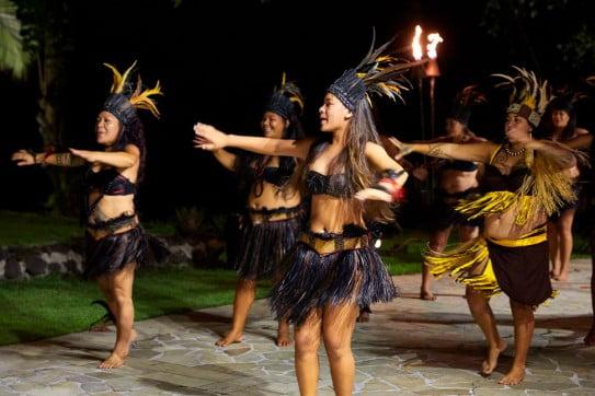 Tahitian women dancing