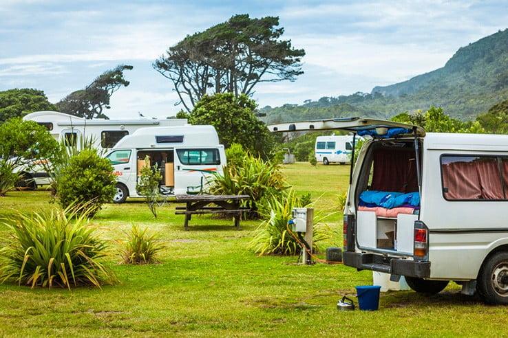 ニュージーランドのユニークな宿に泊まる - キャンピングカーで旅する人向けの「ホリデーパーク」