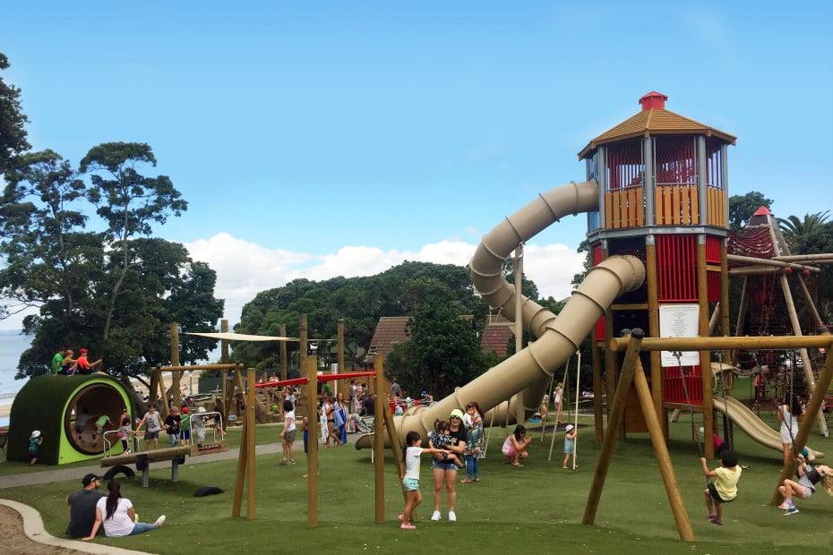 ニュージーランドで親子旅行 - タカプナ・ビーチ・リザーブ・プレイグラウンド(Takapuna Beach Reserve Playground)